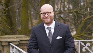 Maschine, Mensch, Meinung - Prof. Dr. Andreas Moring erklärt, wie KI gegen Fake News helfen kann.