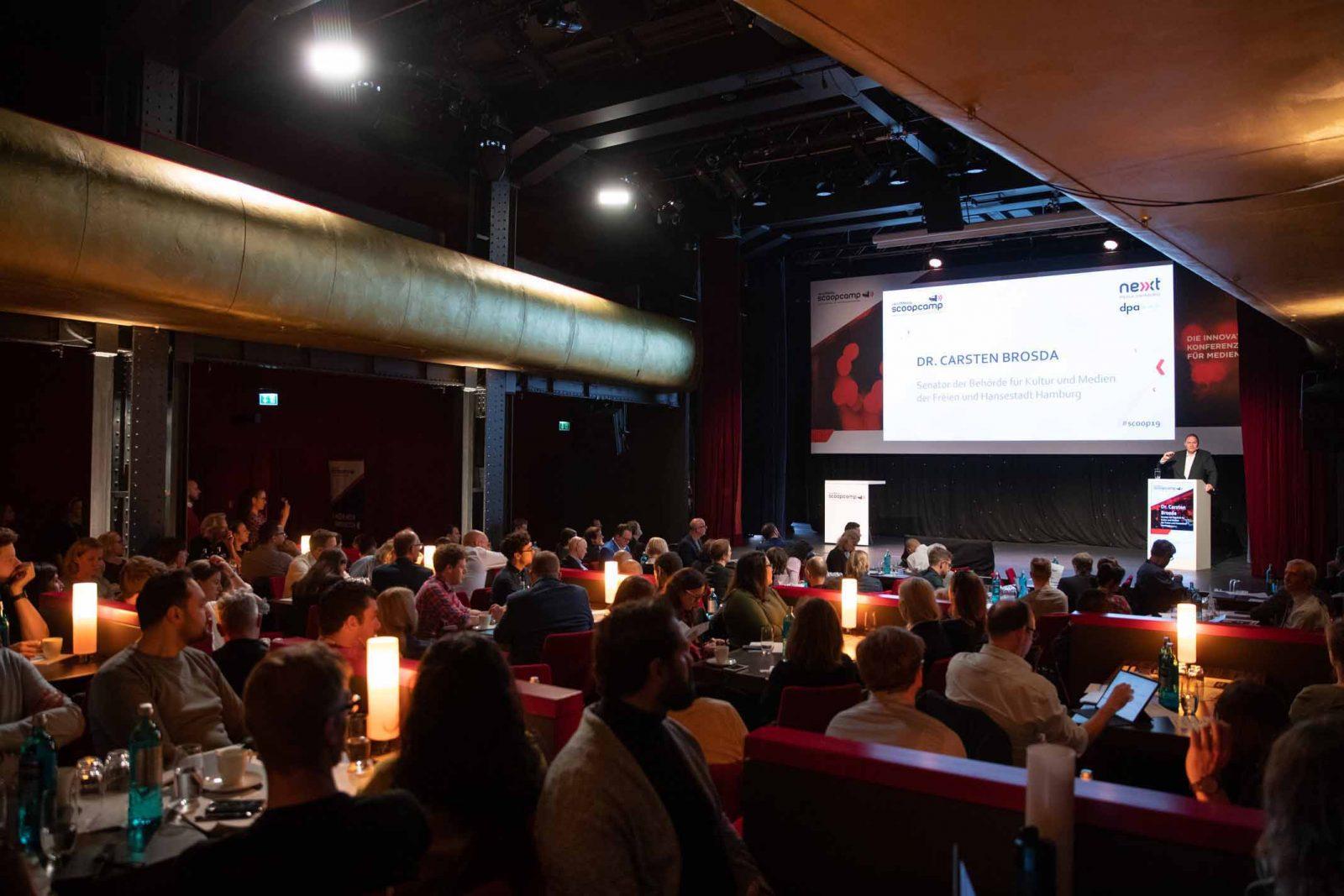 Dr. Carsten Brosda Dr. Carsten Brosda, Senator für Kultur und Medien der Freien und Hansestadt Hamburg, begrüßte die Gäste des scoopcamp 2019. Fotocredit: Christian Charisius