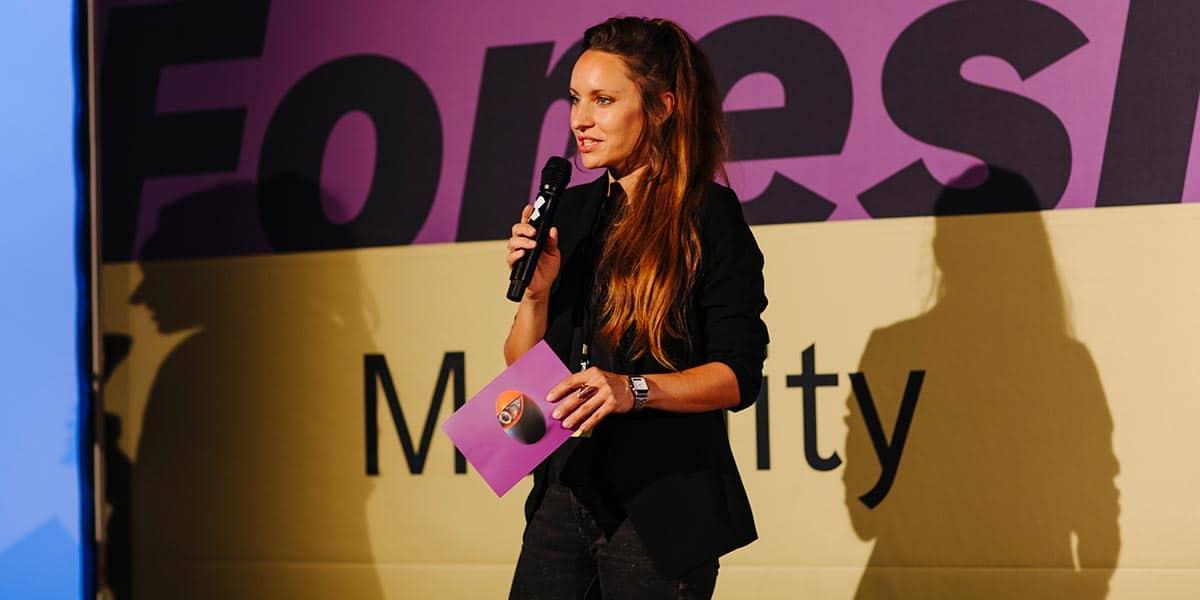 Dr. Johanna Leuschen (NDR) vom Team Erlebnismobilität kündigte Tagesschausprecher Michail Paweletz an.