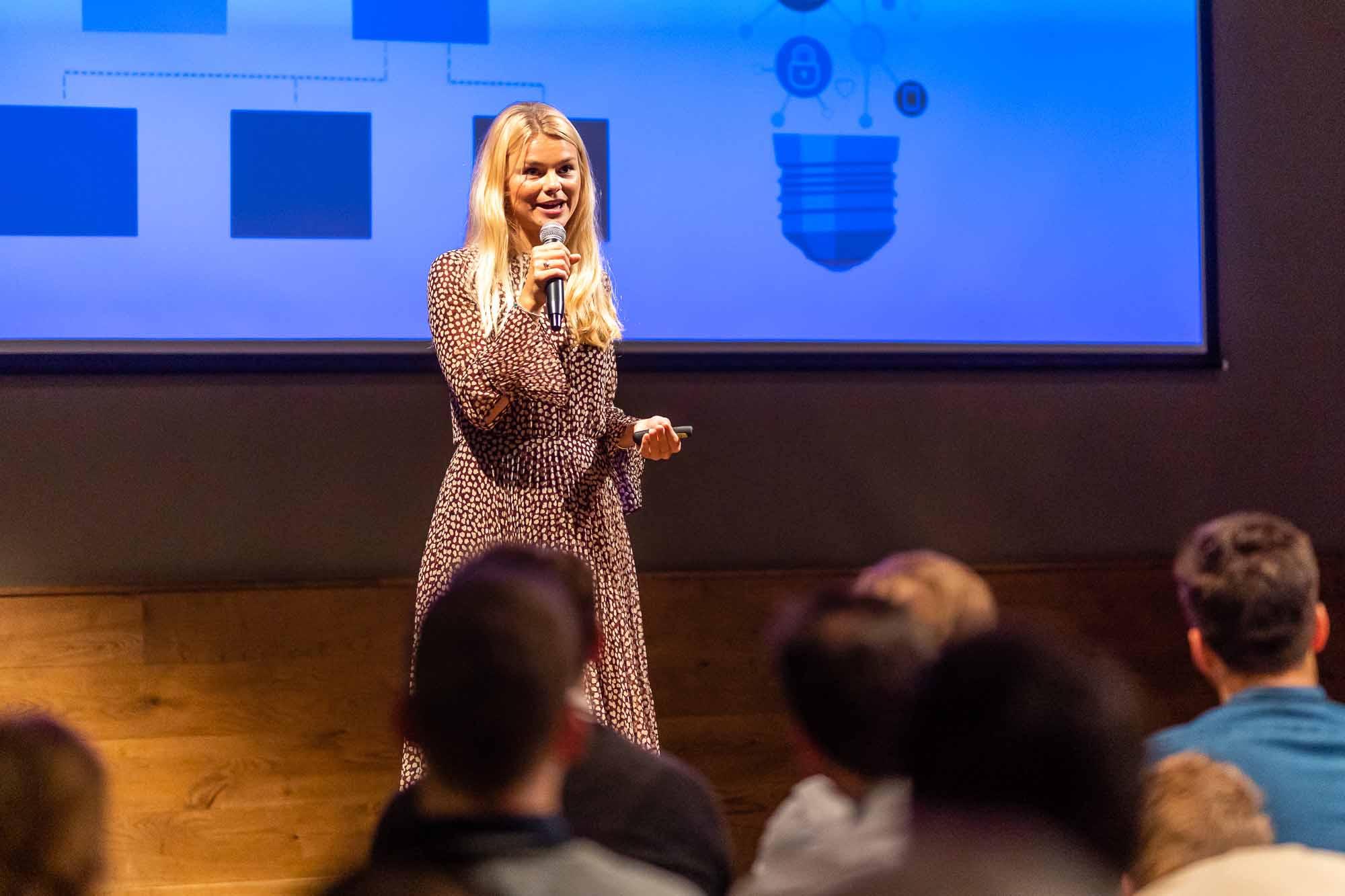 Die Female Leadership Academy unterstützt Unternehmen mit digitalen Tools bei der systematischen Förderung ihrer weiblichen Mitarbeiterinnen.