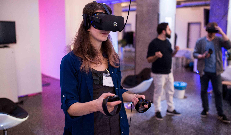 Virtual Reality zählt hier seit einigen Jahren zu den heißesten Themen im Bereich zukunftsweisender Technologien.