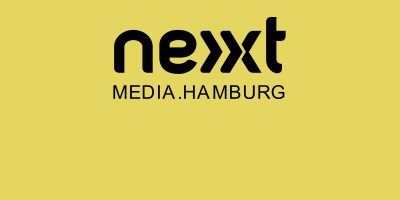 schwarzes nextmedia.hamburg logo auf gelbem hintergrund