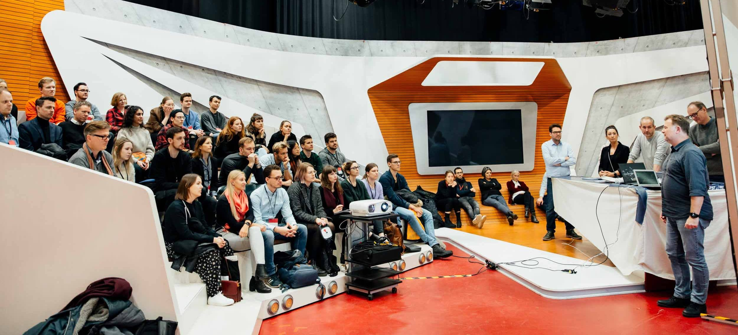 Der Media Innovation Buzz steuerte in diesem Jahr die fünf Stationen Rocket Beans TV, das Greenhouse Innovation Lab von Gruner + Jahr, DIE ZEIT, das NDR NextNewsLab und Jung von Matt an.