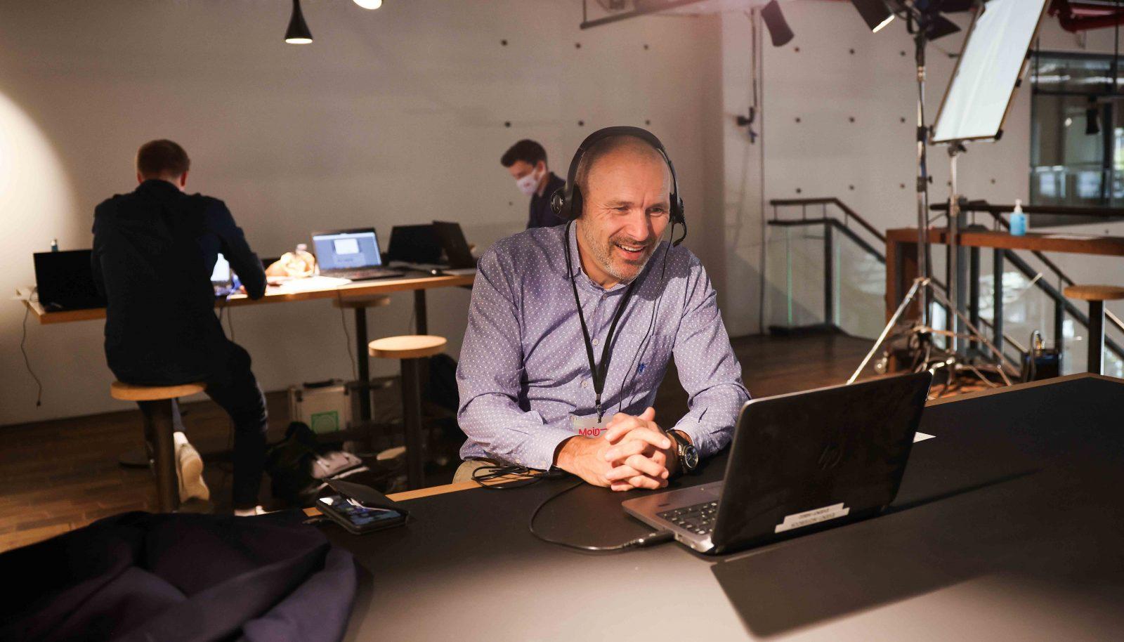 Peter Kropsch beim digitalen Networking.