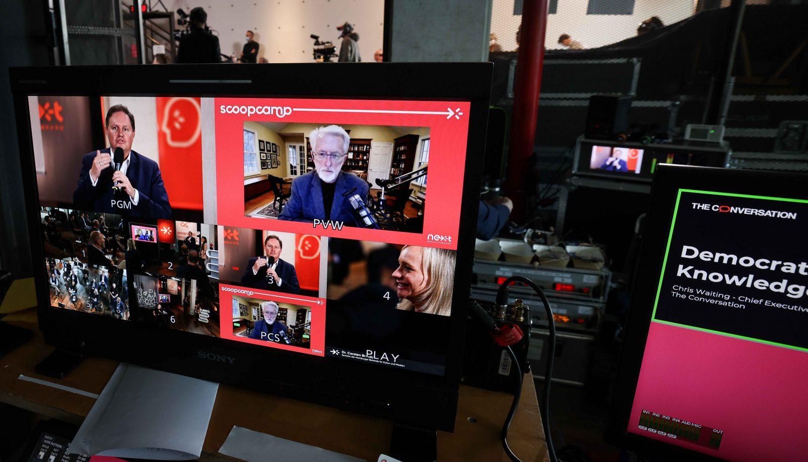 In seiner Laudatio lobte Hamburgs Senator für Kultur und Medien Jarvis' Verdienste um die digitale Zukunft des Journalismus.